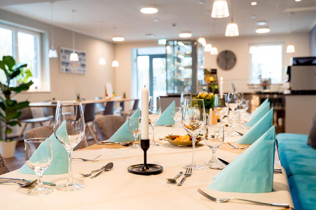 Festlicher Tisch Café Gusto Magdeburg